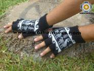 100% Alpaca Wool Fingerless Gloves with Llama Designs black  - Product id: ALPACAGLOVES09-25 Photo02
